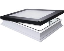 DEF DU6 100x100 Platdakraam, elektrisch, 3-voudig glas, incl. kettingmotor, voeding, regensensor en afstandbediening